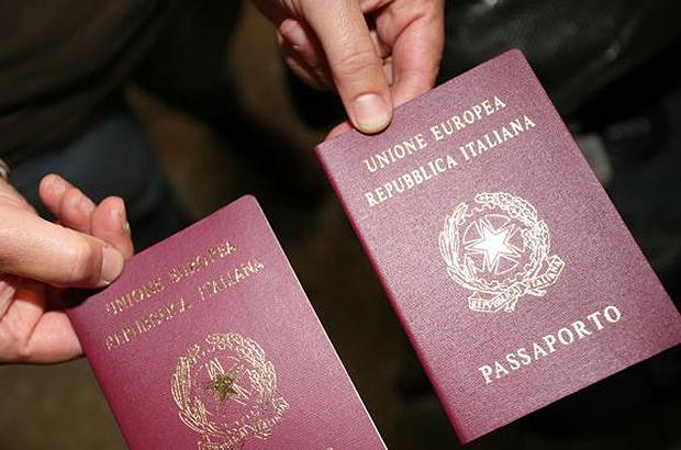 Volevano ritirare il Permesso di soggiorno con passaporti falsi ...