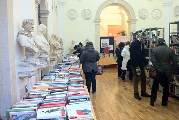 Fino al 31 gennaio in civica libri costano 1 euro for Mercatino usato trento