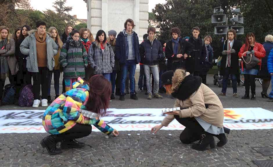 Giornata contro il femminicidio in piazza Bra (Verona, 2015)