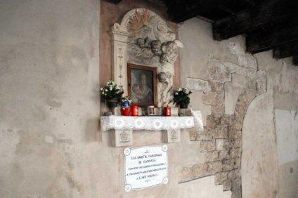 Madonna con il bambino, in via Sottoriva (Verona)