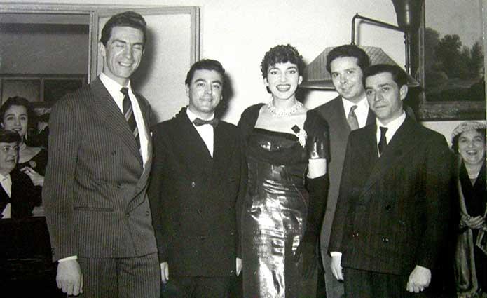 Da sinistra: Antonio Zerbini, Augusto Pedroni, Maria Callas, Rolando Panerai e il Maestro Salvatore Papaccio