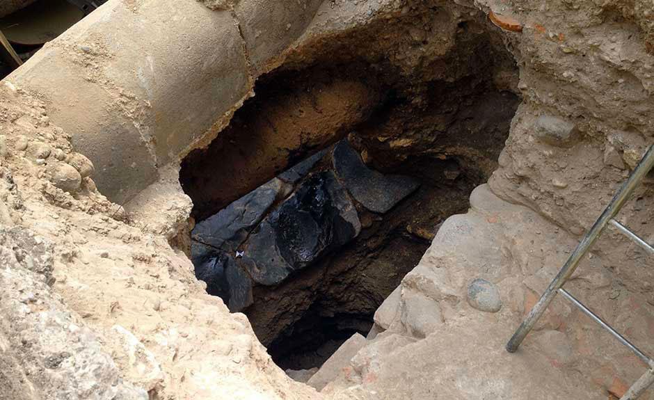 13 luglio 2016: gli scavi di AGSM tra Santo Stefano e Ponte Pietra portano alla luce un'antica strada romana (Foto Verona In)