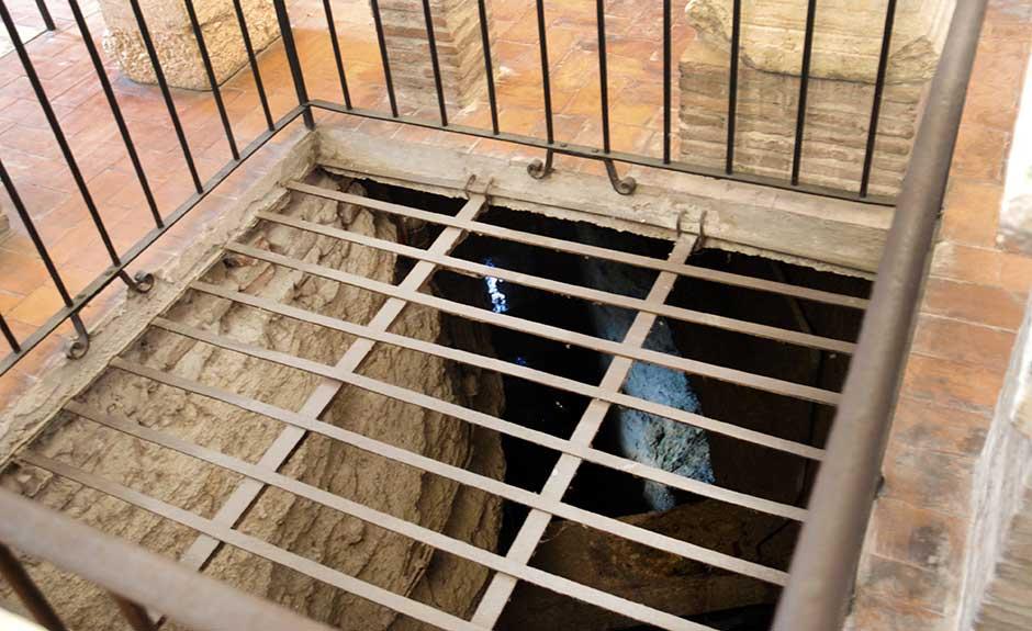 L'intercapedine scavata dai Romani per evitare le infiltrazioni d'acqua nel teatro