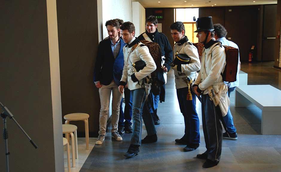 Le comparse in uniforme austriaca presenti venerdì 7 ottobre a Palazzo della Ragione per la presentazione del Tricolore