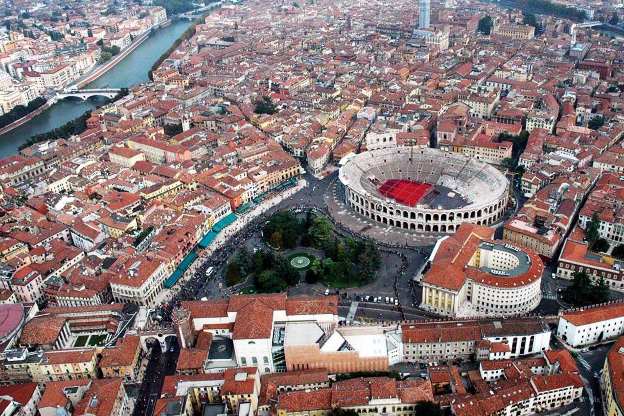 Verona, vista aerea dell'Arena (Foto Francesco Passarella)
