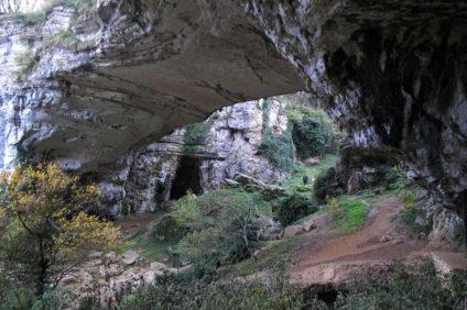Grotte carsiche nel sito archeologico di Veja (Verona)