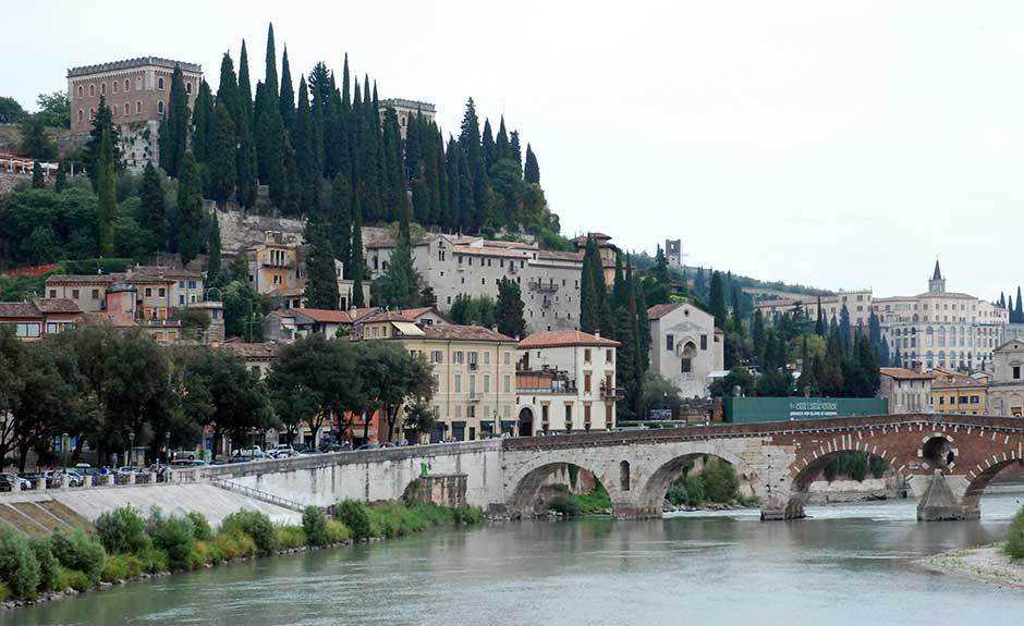 Verona, Castel San Pietro e il Ponte Pietra sull'Adige (Foto Verona In)