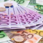 Vent'anni di euro, la moneta unica ci ha salvati o affossati?