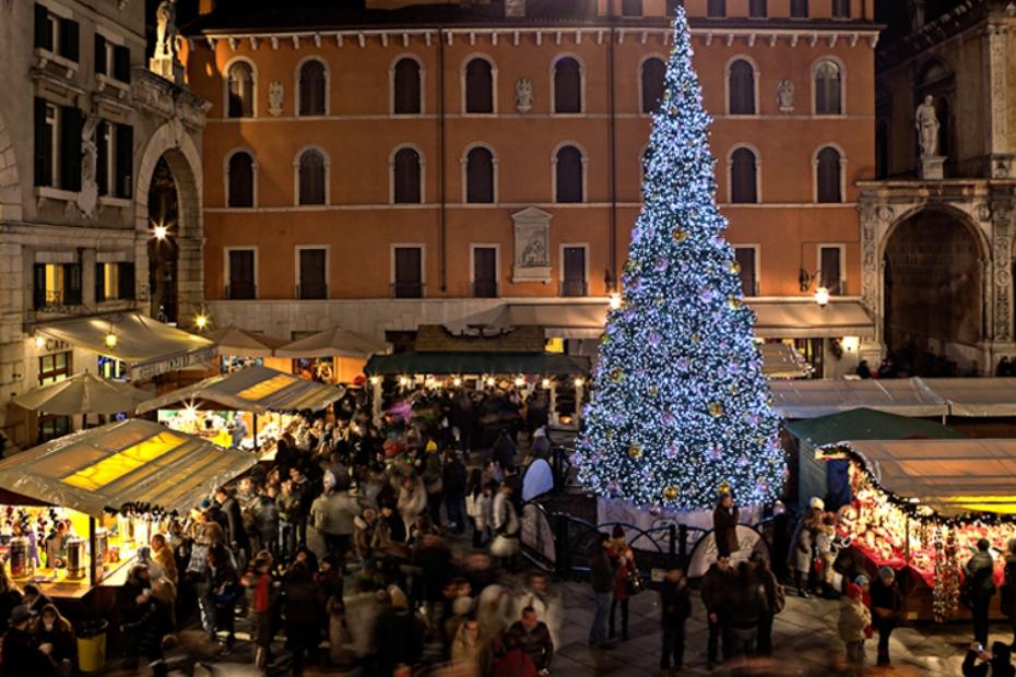 Verona - Piazza dei Signori - Mercatini di Natele