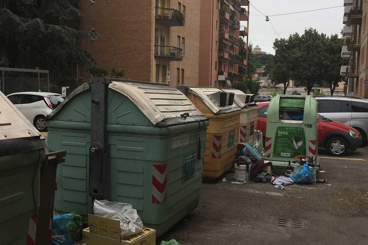 Cassonetti in Via Mocenigo, Ponte Catena