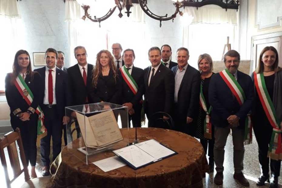 La firma della dichiarazione a Villa Giusti