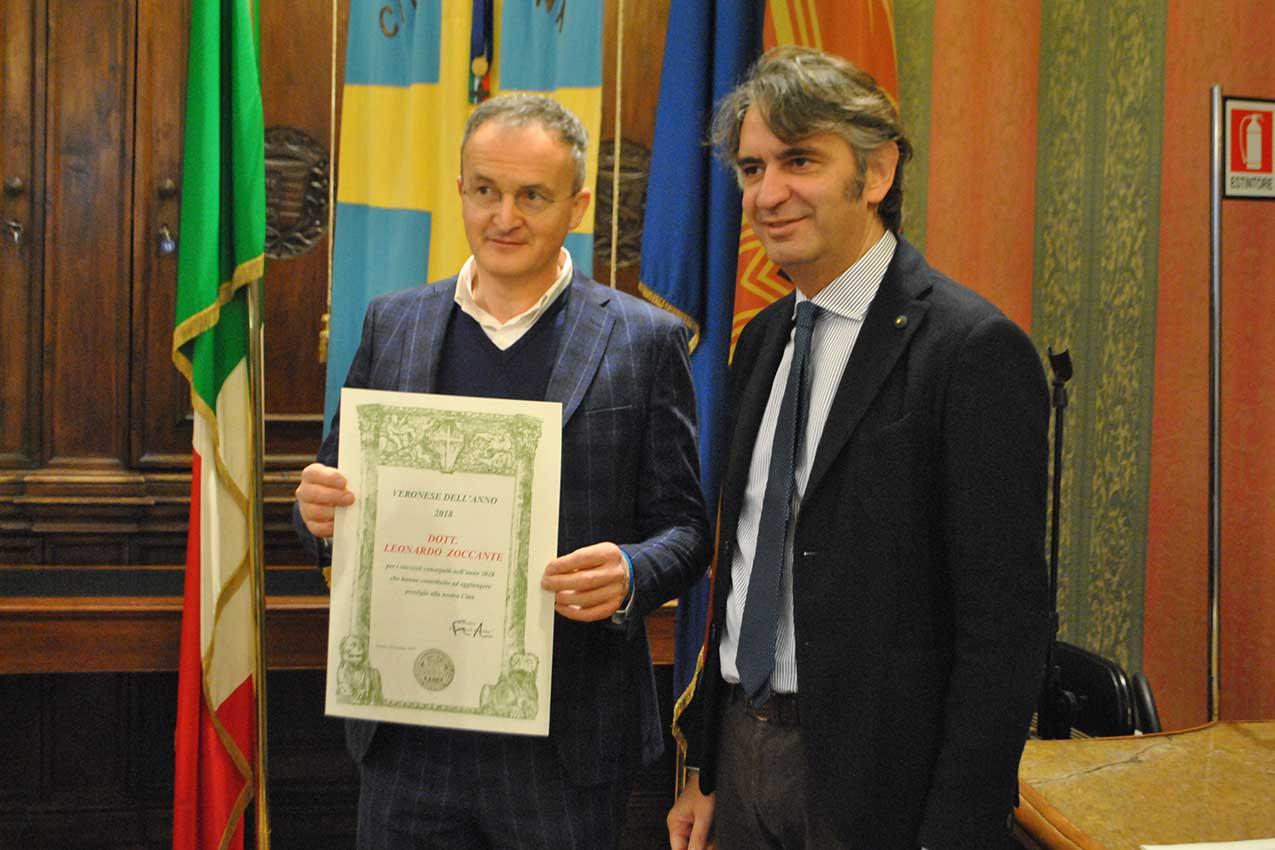 Il sindaco Sboarina con Leonardo Zoccante