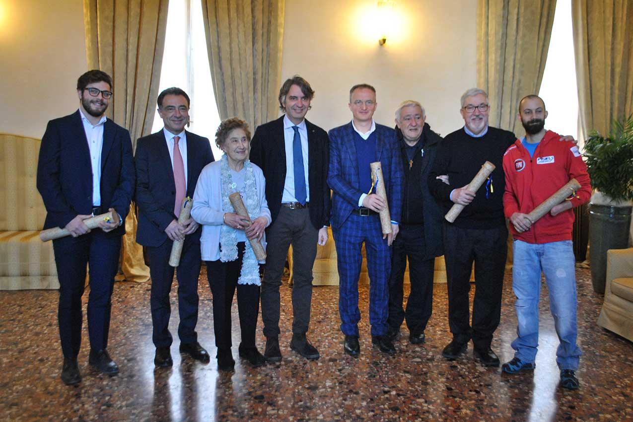 Il sindaco Sboarina con i Veronesi dell'anno 2018