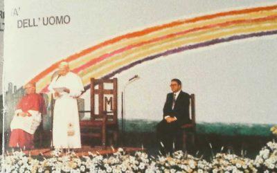 GIovanni Paolo II all'Agricenter della Fiera di Verona, davanti al pannello realizzato da Giovanni Meloni