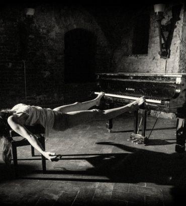 Piano Forte Forte – Trisonata per corpo femminile e pianoforte