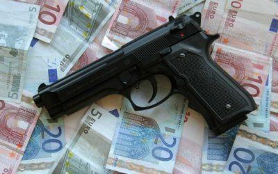 Soldi mafia pistola