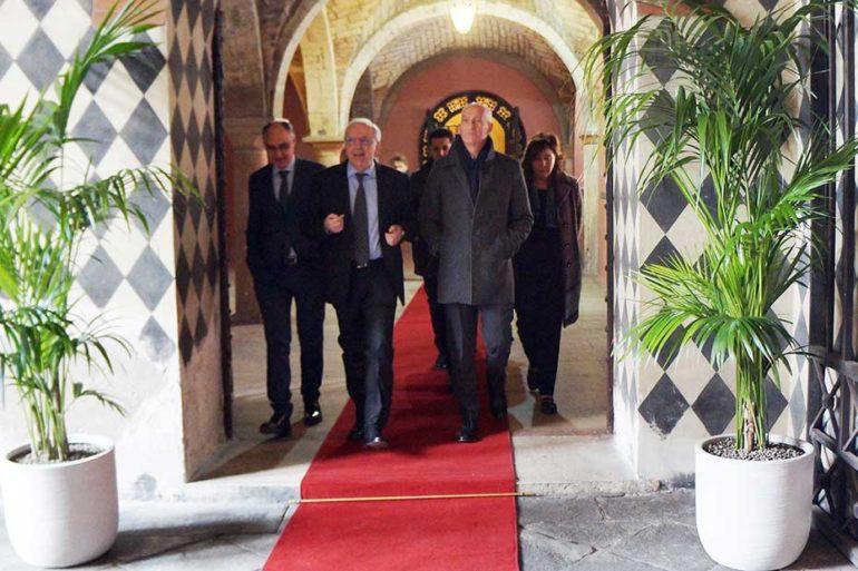 Franco Gabrielli (al centro) accompagnato dal prefetto Cafagna e dal questore Petricca.