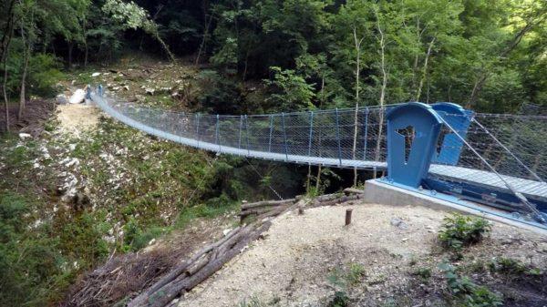 Il ponte tibetano costruito sul Vajo dell'Orsa a Brentino Belluno, Verona