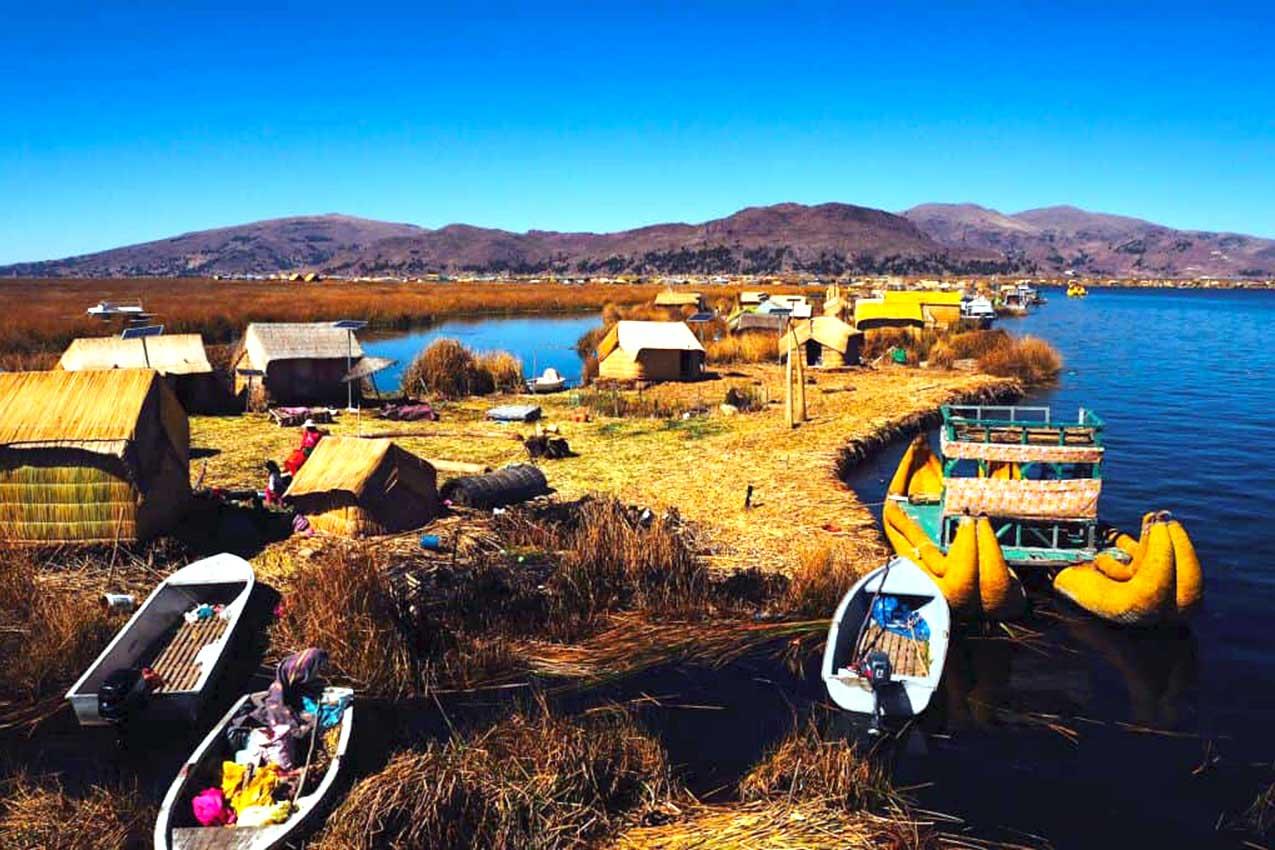 Le isole galleggianti Uros sul Lago Titicaca, Perù