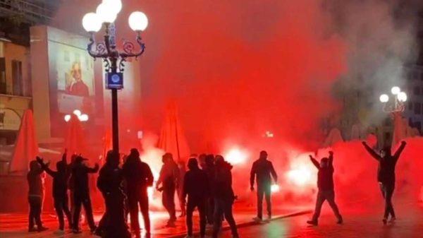 Manifestazione anti Dpcm 25 ottobre 2020 in Piazza delle Erbe a Verona