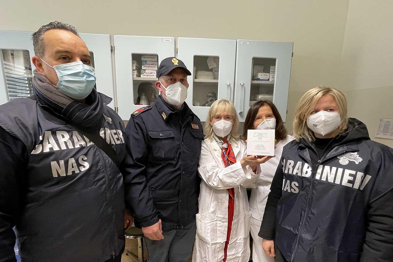 La consegna del vaccino anticovid all'A=UI di Verona