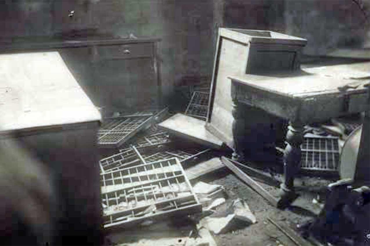La sede del Corriere del Mattino devastata il 24 aprile 1921