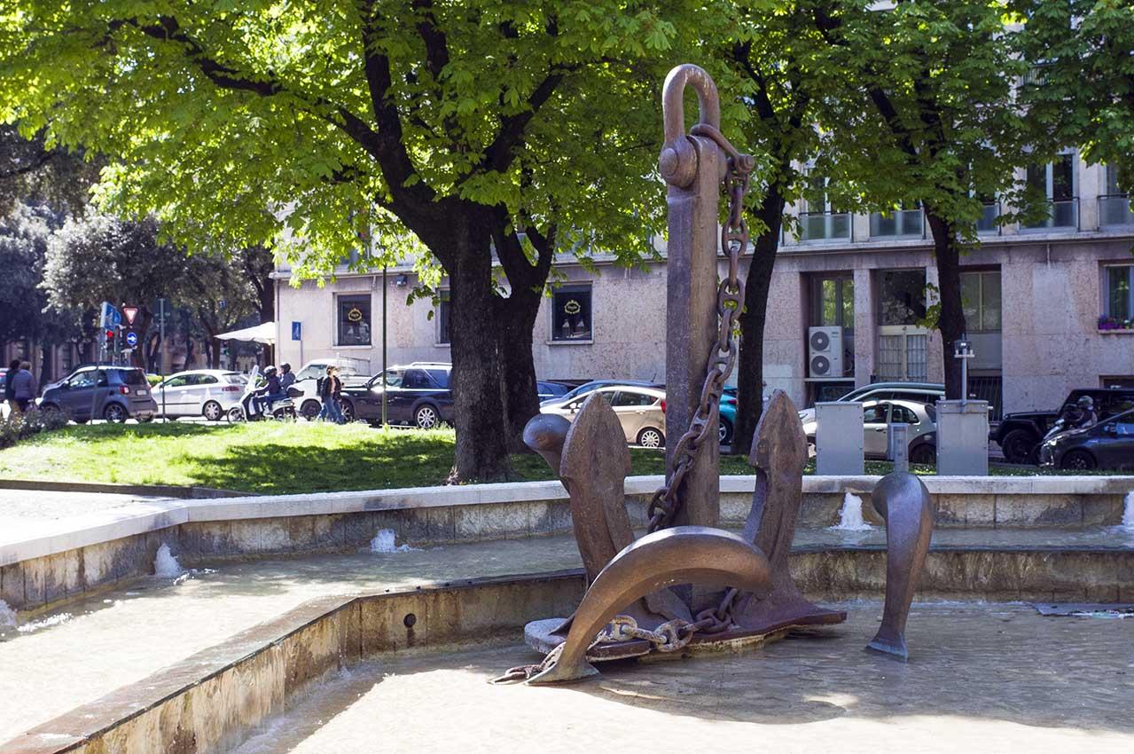 L'ancora della Valiant in piazza Pradavalle a Verona