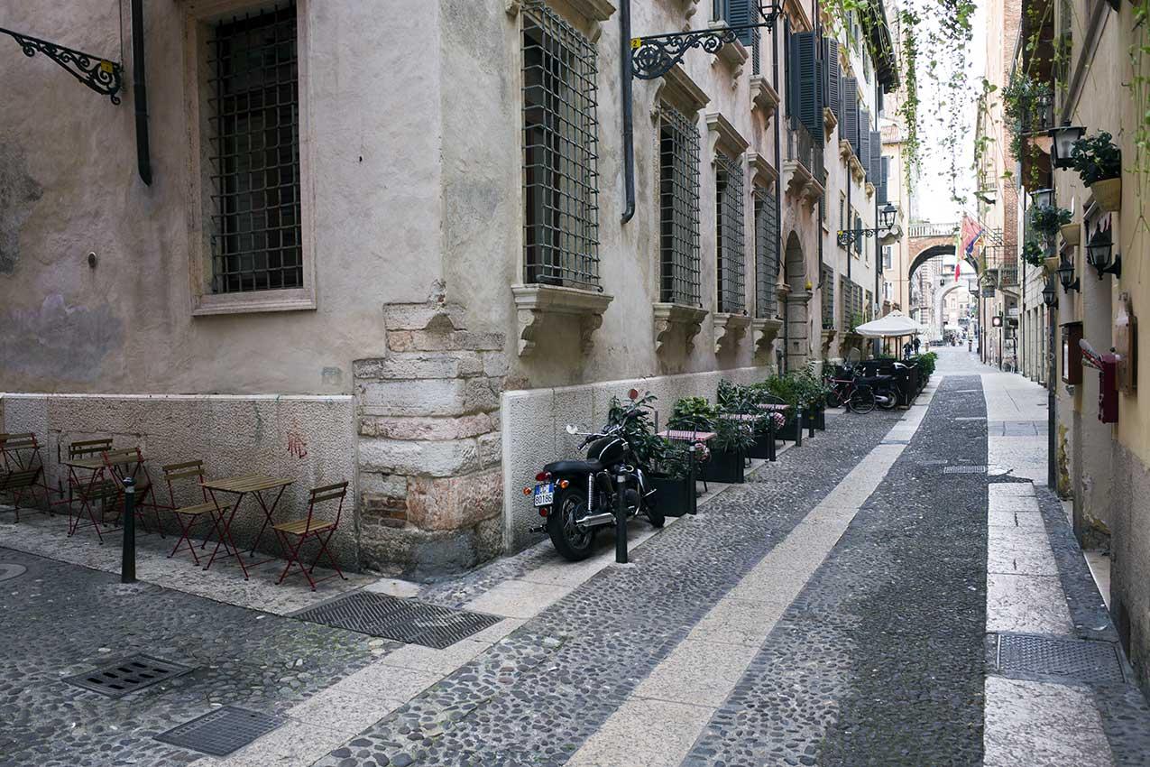 La storica sede della Camera del lavoro in via Chiavica a Verona